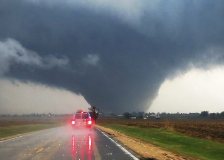 ETT approaches a large tornado